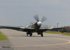 Spitfire_MkXIX_F-AZJS_in_flight_10.jpg