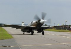 Spitfire_MkXIX_F-AZJS_in_flight_11.jpg
